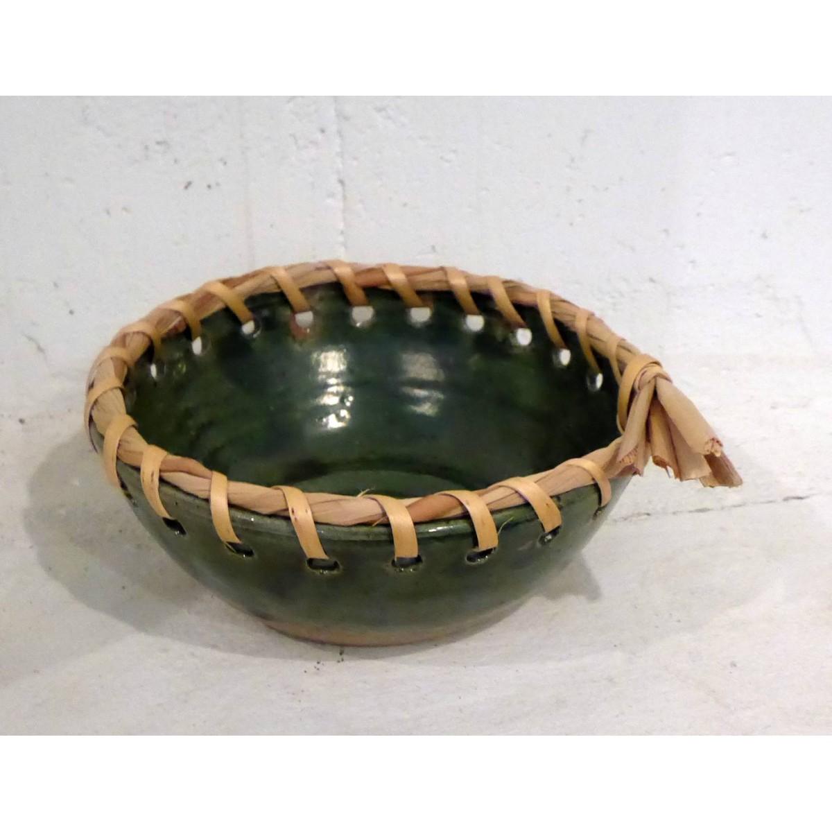 Cuenco de cerámica con borde de anea