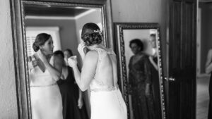 consejos-para-elegir-los-pendientes-de-novia-1920